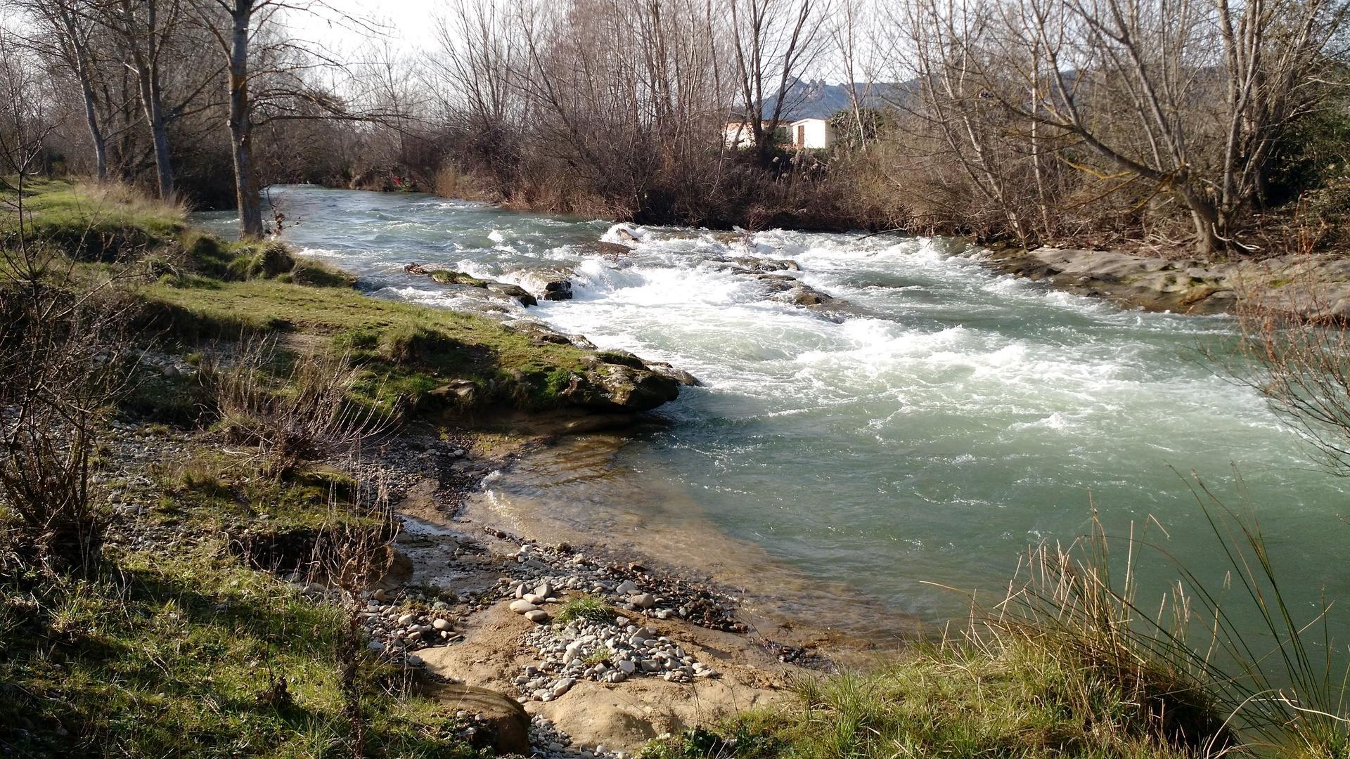 Mini-rapids in the Tirón